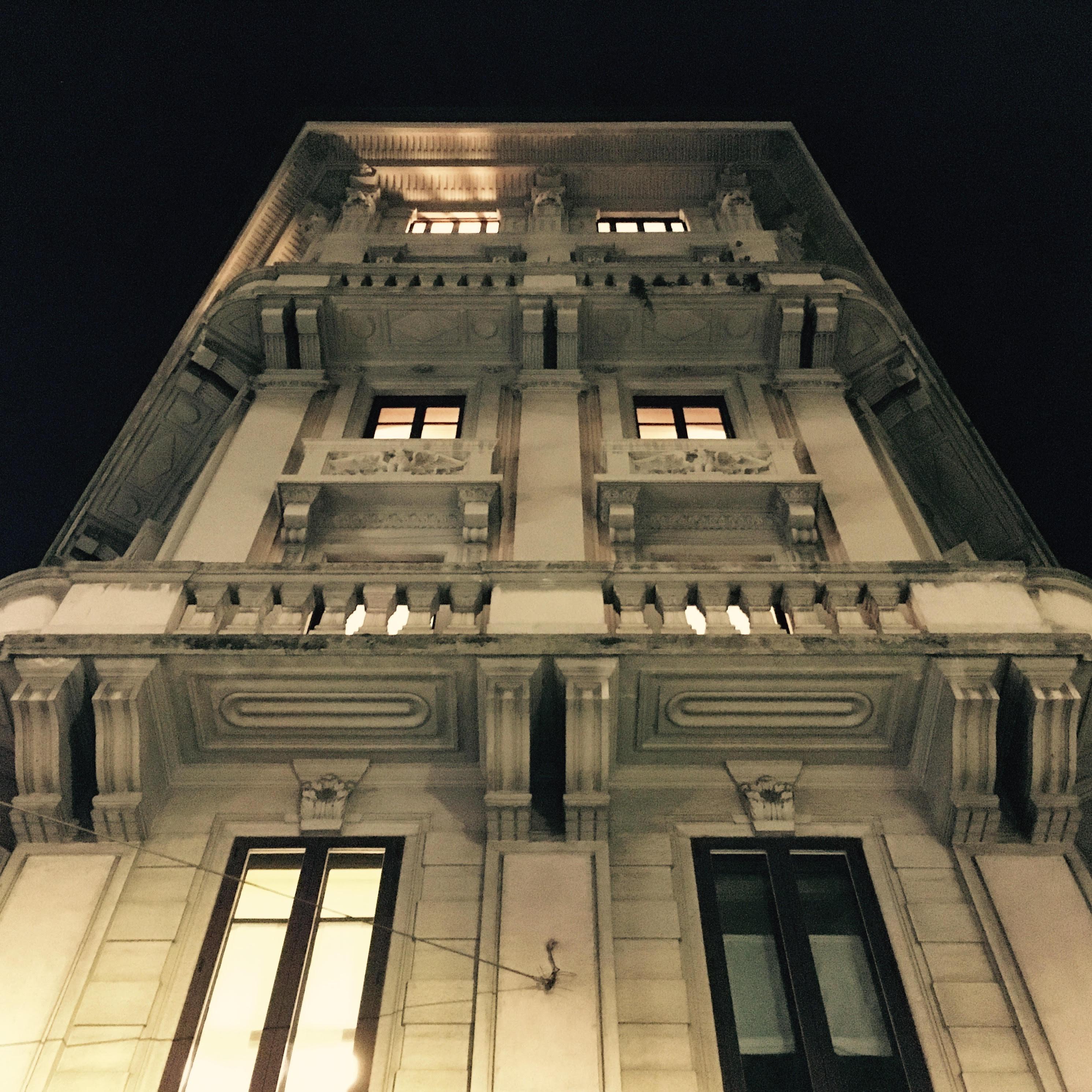 PAAR è all'ultimo piano di questo edificio in viale Montello a Milano