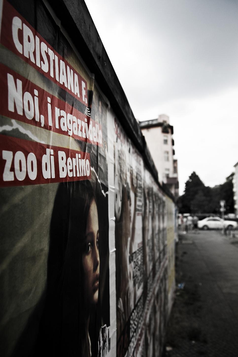 Poster appeso nelle strade di Berlino. Cristiana F. Noi, i ragazzi dello zoo di Berlino