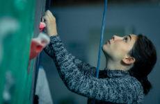 Matilda De Angelis in arrampicata. Scena del film Atlas