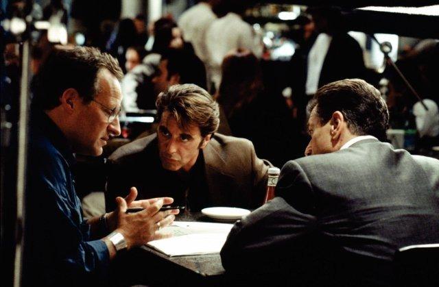 il regista Micheal Mann con Al Pacino e Rrobert de Niro sul set del film Heat-la-sfida.
