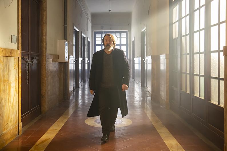 Jean Hugues Anglade. Occhi blu, film con Valeria Golino di Michela Cescon